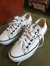 Tênis de couro branco