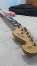 Vendo linda guitarra rosa