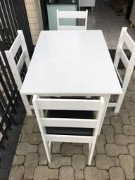 Mesa com 4 cadeiras - Entregamos