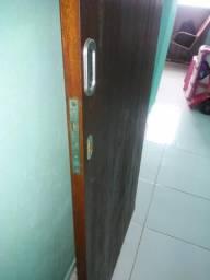 Vendo uma porta de corre de madeira