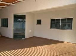 Linda casa 3 quartos no bairro Dona Clara a venda