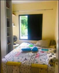 Aluga-se quarto para moças