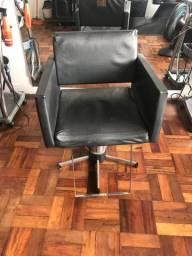 Cadeira de cabeleireiro , hidráulica  ótima .
