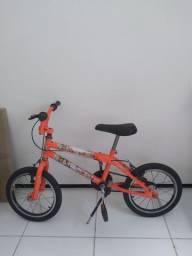 Bicicleta e patinete  Vendo ou troco por bicicleta maior