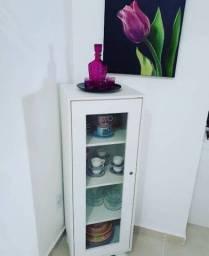 Mini cristaleira ou armário de cosméticos