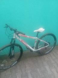 Bike nova, muito pouco usada.