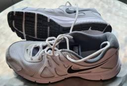 Tênis Nike Revolution 2 bom estado tam. 40.5 em João Pessoa-PB.