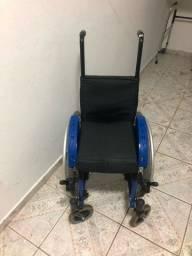 Título do anúncio: Vendo cadeira de Rodas Infantil Mini M