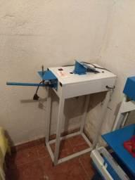Máquina de fazer chinelos semi-nova