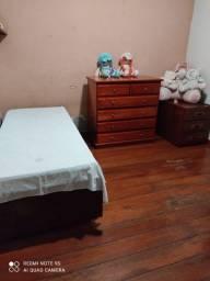 Alugo quartos para moça em casa de familiau