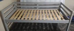 Cama de madeira com grade de proteção ( solteiro)