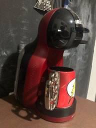 Título do anúncio: Cafeteira Expresso Arno Dolce Gusto Mini Me Preta e Vermelha 127v
