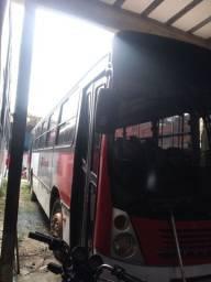 2 ônibus 1 volks e 1 Mercedes