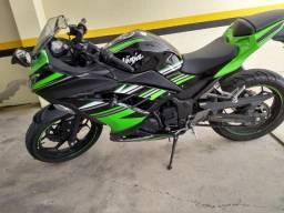 Kawasaki Ninja 300 ABS nova, menos de 4000 KM - 2017