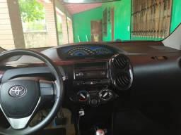 Carro Toyota Étios - 2015