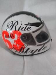 Capacete Vaz Helmets bem inteiro