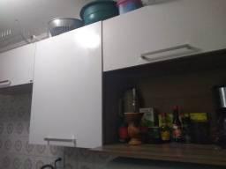 Armário aéreo de cozinha em ótimo estado