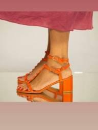 sandália tachinhas