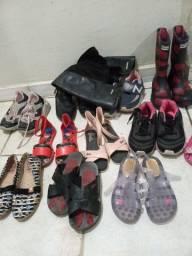 Vende  se um lote de calçados infantil