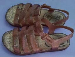 Sandália da Barbie - r$ 15,00   tamanho 31