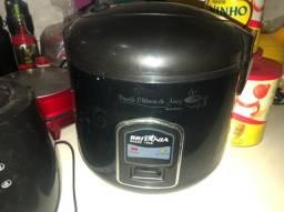 Panela elétrica de arroz Britânia  PA10 prime 10 xícaras tamanho família