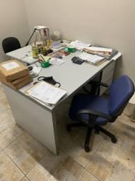 Mesa para escritório com 3 gavetas e cadeira