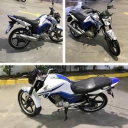 Moto Titan