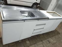 Balcão de cozinha com pia e espaço p/ cooktop