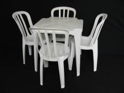 Locação de Mesas e Cadeiras.