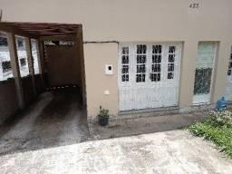 Alugo quarto e sala em condomínio com garagem no bairro Catarcione