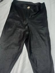 Calça preta imitação couro semi nova