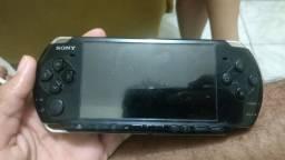 PSP . com algumas marcas de uso mas funciona perfeitamente