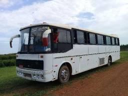 Ônibus com banheiro completo com 6 peneis novos - 1988