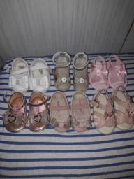 Combo de sandálias e sapatilhas