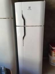 Freezer vertical Electrolux - 220v - 170L