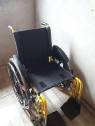 Cadeira de rodas + suporte de apoio 300,00