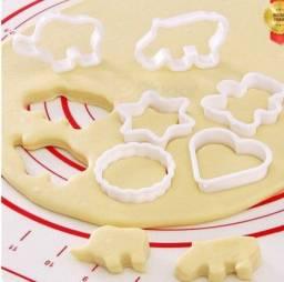 Título do anúncio: R$9,90 - Moldes De Plástico Para Biscoito Com 6 Formatos Decoração