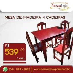 Título do anúncio: Mesa de madeira com 4 cadeiras