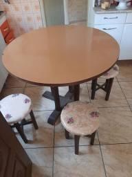 Mesa vintage de madeira em sucupira redonda