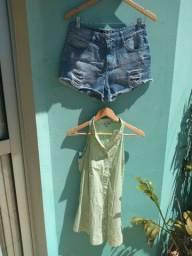 Conjunto de Shorts Jeans  Destroyed Tam. 38 e Blusa Barreds Tam. 40. Valor das 2 peças