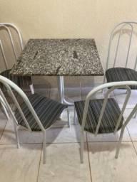 Mesa de mármore c/ 4 cadeiras