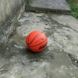 Bola de Basquete 35 reais