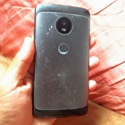 Vendo Motorola G5 32gb trincado valor 300 faz entrega acompanha carregador