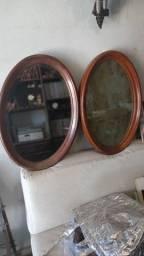 Espelhos ovais bisotado em excelente estado de conservação.