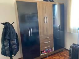 Guarda-roupa marrom 3 portas e 4 gavetas