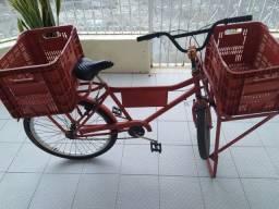 Bicicleta cargo semi nova com duas caixas