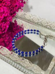 Pulseira de miçangas azuis e prata
