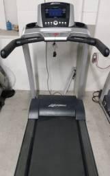 Esteira Life Fitness T3 em 10x R$ 990,00 Semi Nova Com Garantia