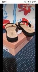 Vendo uma sandália nova nunca foi usada tamanho 38 cor bege com preta