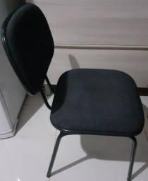 Cadeira de escritório preta confortável